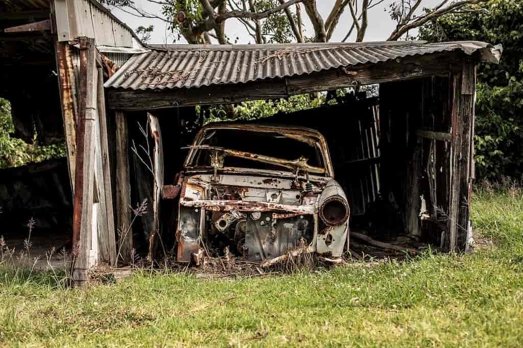 Металлическим гаражам тут не место!